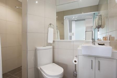 Executive & Twin Bathroom