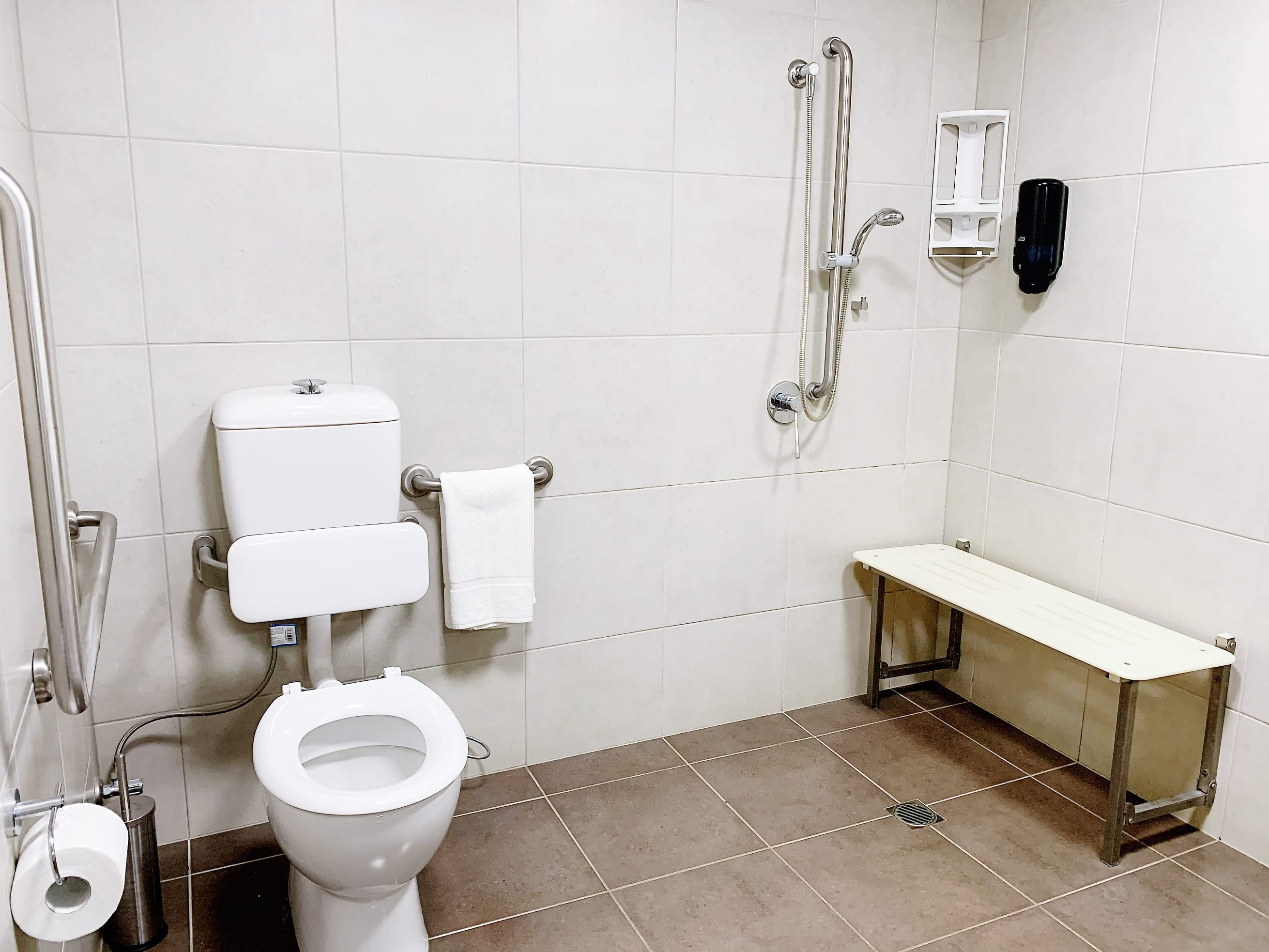 Wheelchair Accessible Shower Darwin Hotel